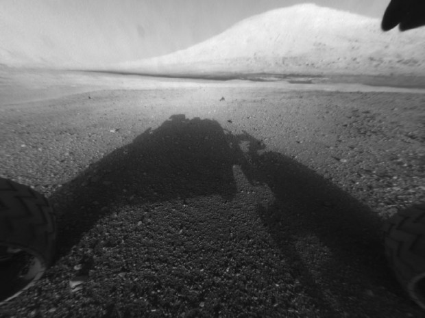 Mars Curiosity First Pics